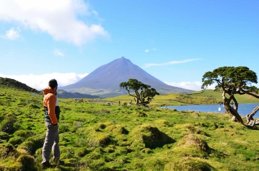 Immense cône volcanique de la montagne de Pico aux Açores