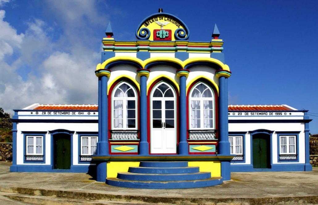 Impérios do Divino Espírito Santo de Praia da Vitória, petites bâtisses aux couleurs vives parsemées dans toute l'île de Terceira