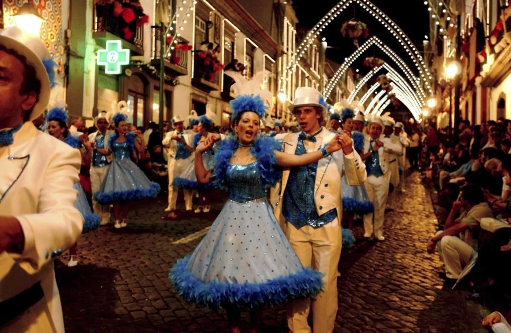 Terceira île très festive, 3 jours de Carnaval en février, de bailinhos (petits bals) et de manifestations théâtrales populaires
