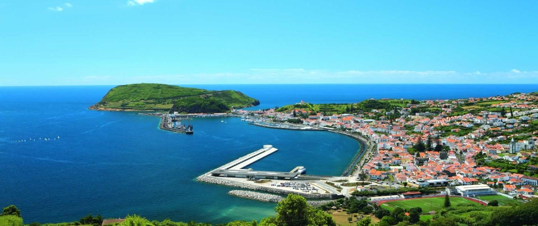 Marina de Horta, étape majeure pour les bateaux de plaisance qui traversent l'Atlantique, île de Faial