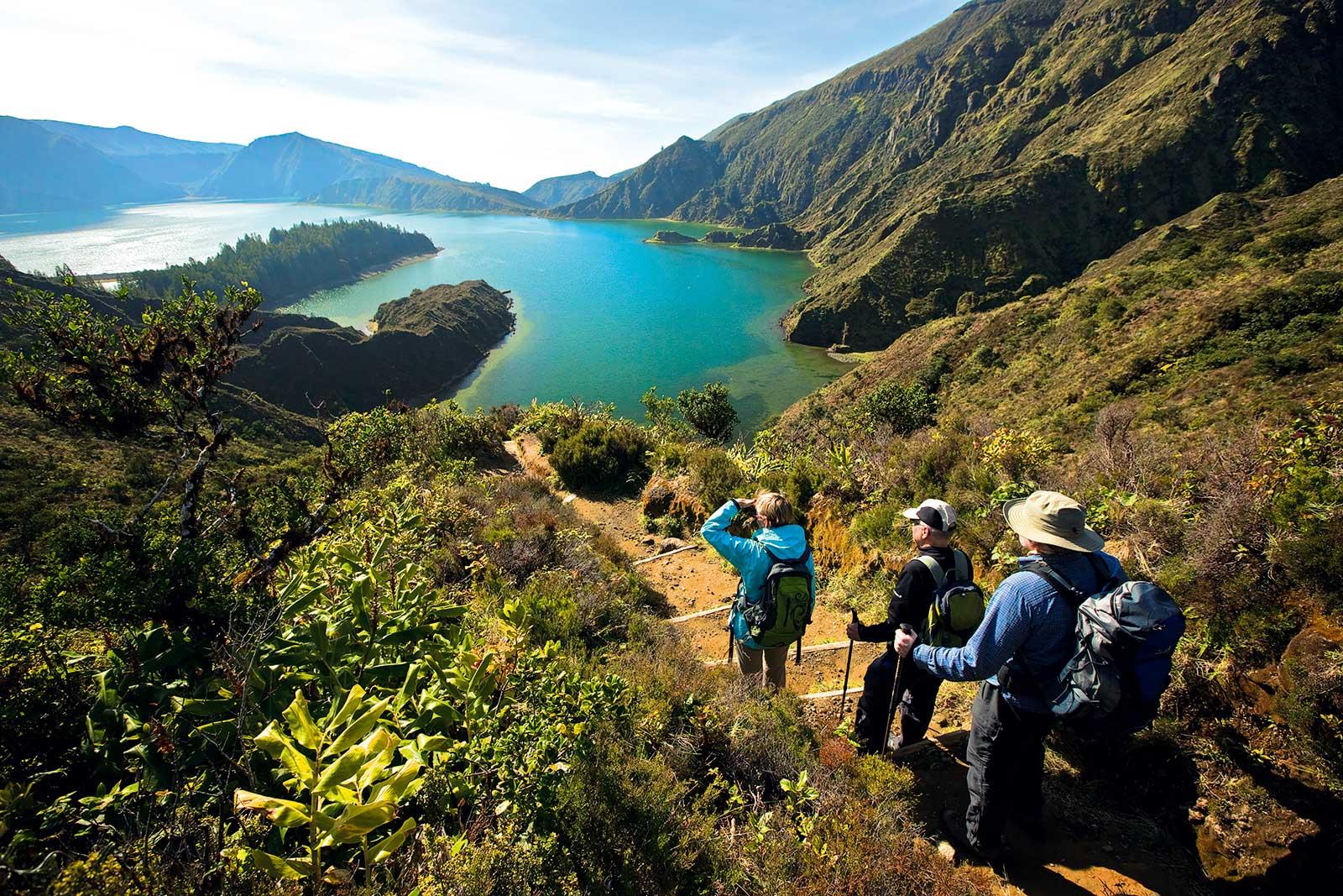 Découvrir le complexe volcanique de Lagoa de Fogo dans le centre de l'île de São Miguel