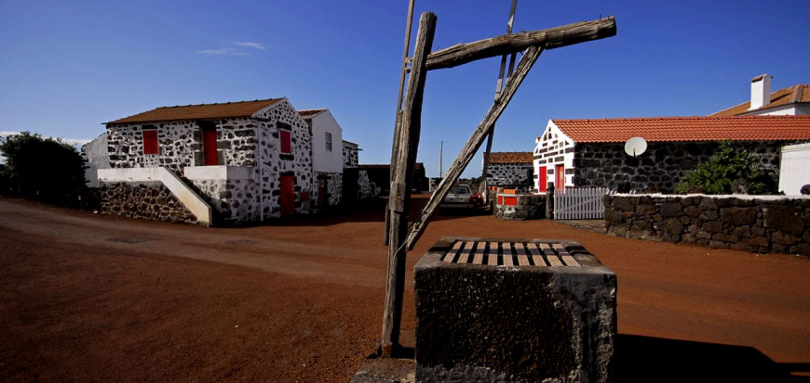 Randonnée Lava sur l'île de Pico par le vignoble des Açores inscrit au Patrimoine mondial de l'Humanité par l'UNESCO
